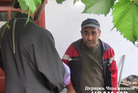 Приход Успенского храма Чишмикиой посетил больных на дому