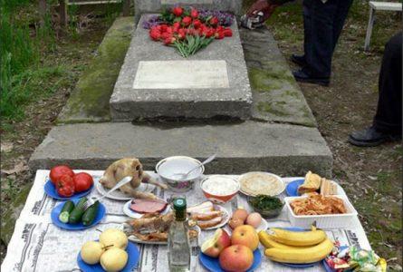 Радоница в селе Чишмикиой. Как правильно вести себя на кладбище?