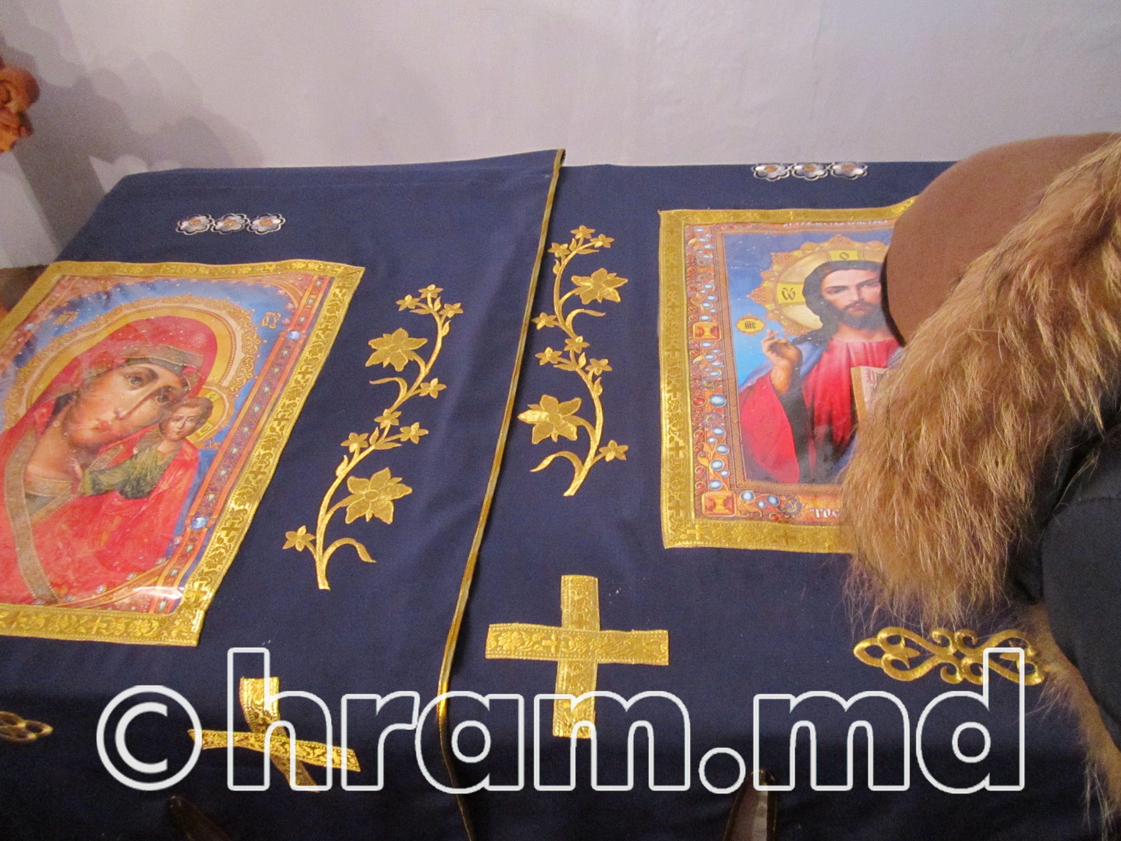 Гости из Бешалмы преподнесли в подарок храму села Чишмикиой комплект новых облачений