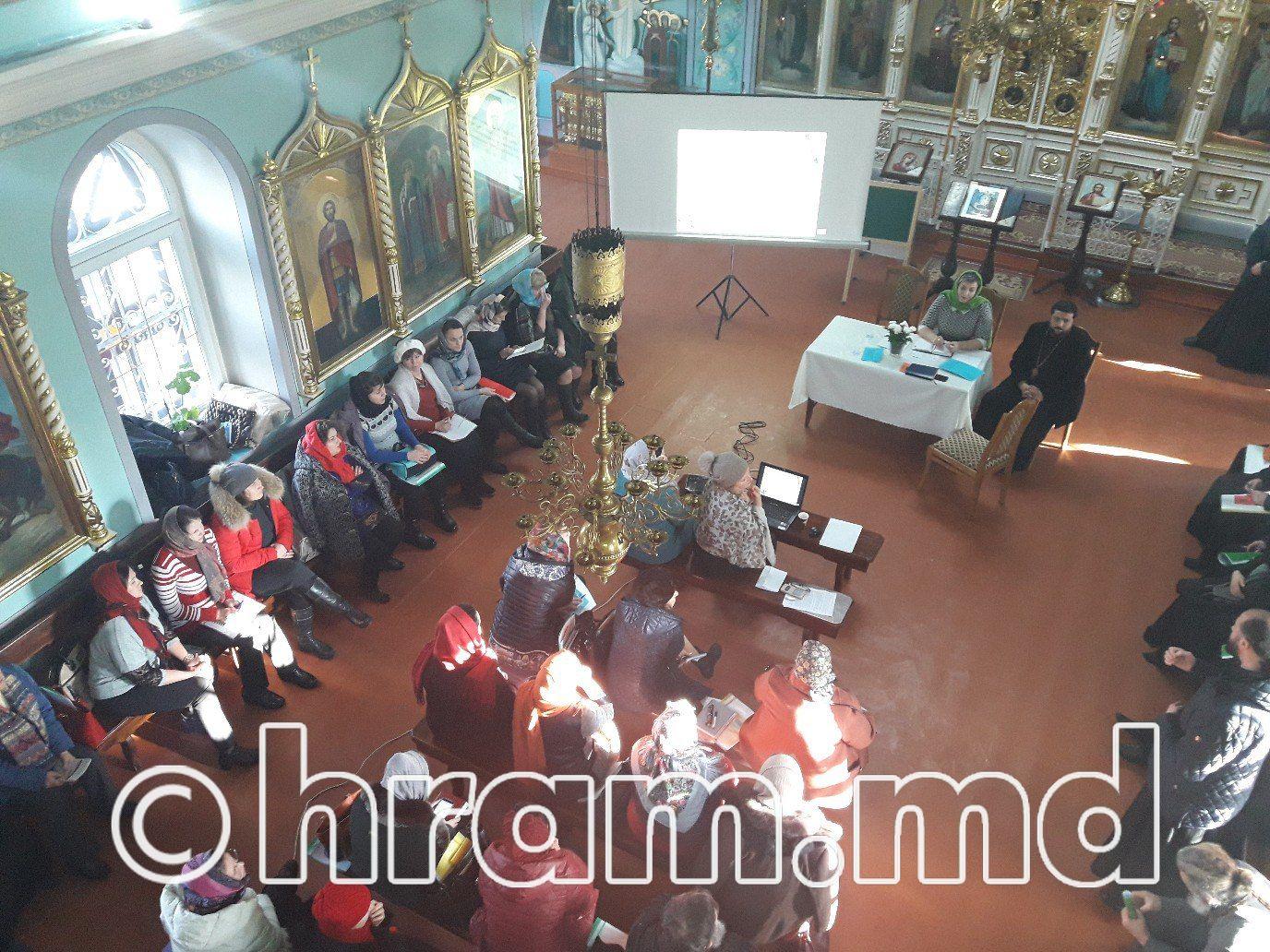 В семинаре школьных психологов приняла участие педагог теоретического лицея села Чишмикиой