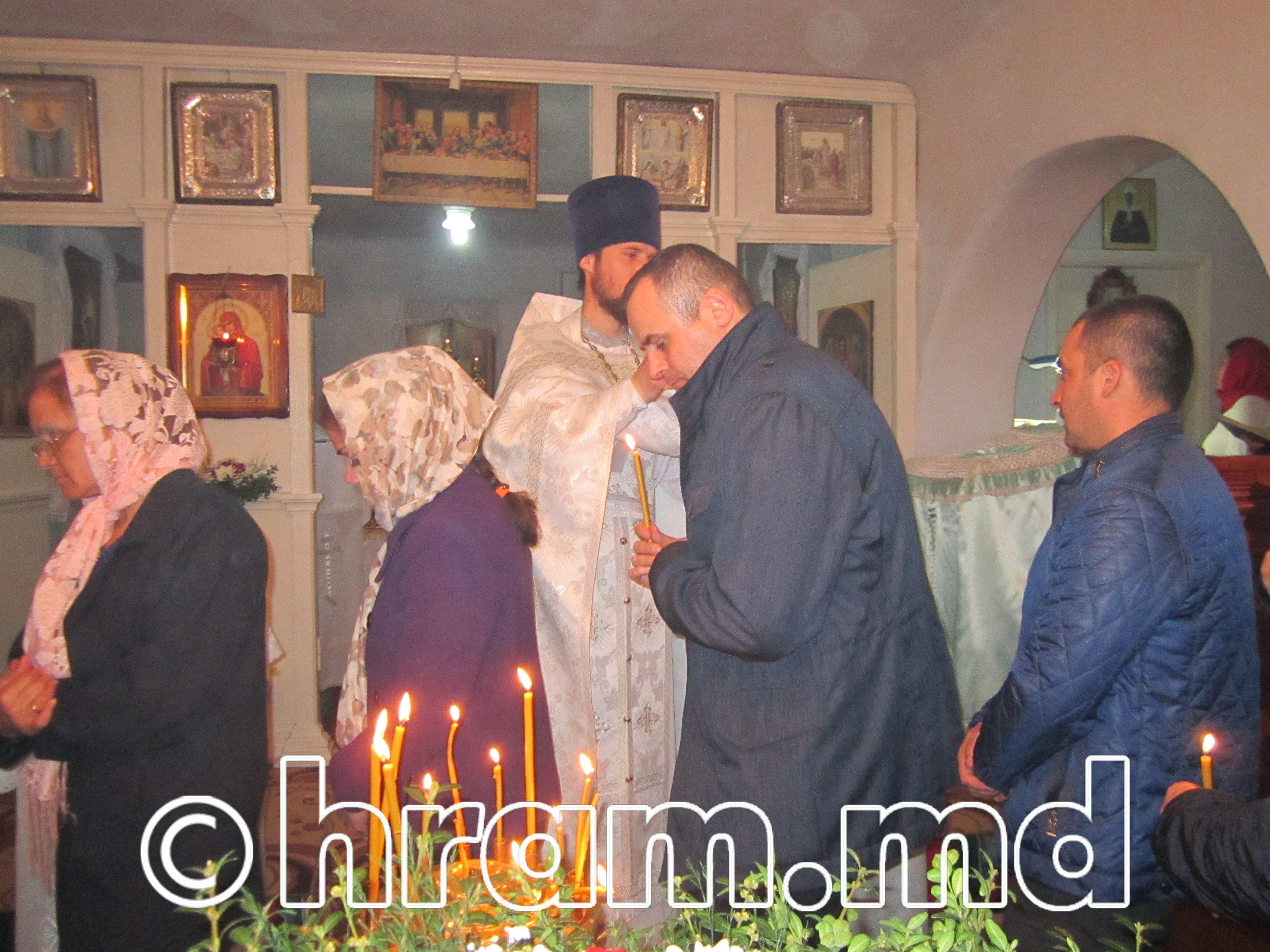 В Успенском храме села Чишмикиой встретили Пасху