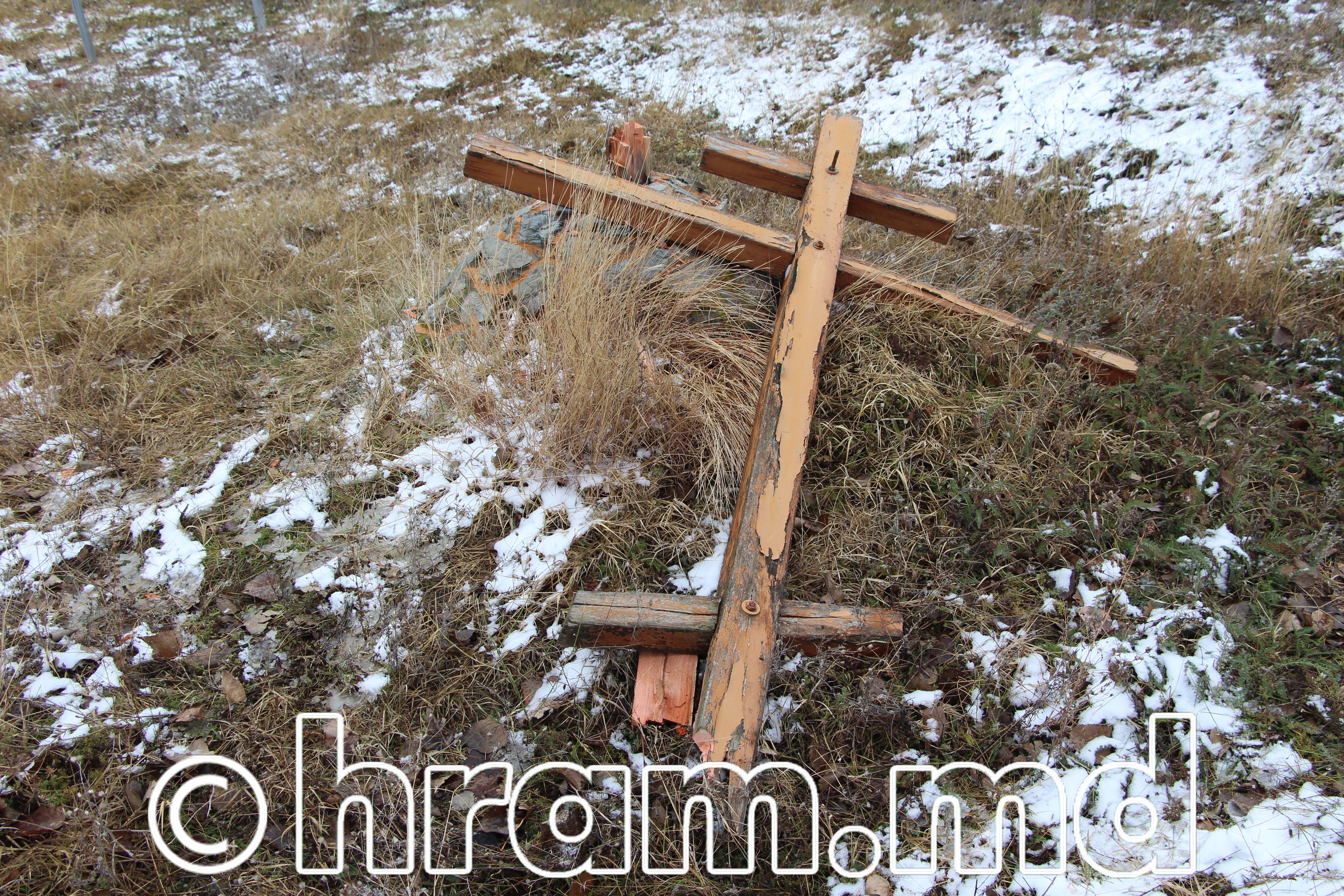 Неизвестные вандалы срубили крест при въезде в село Чишмикиой