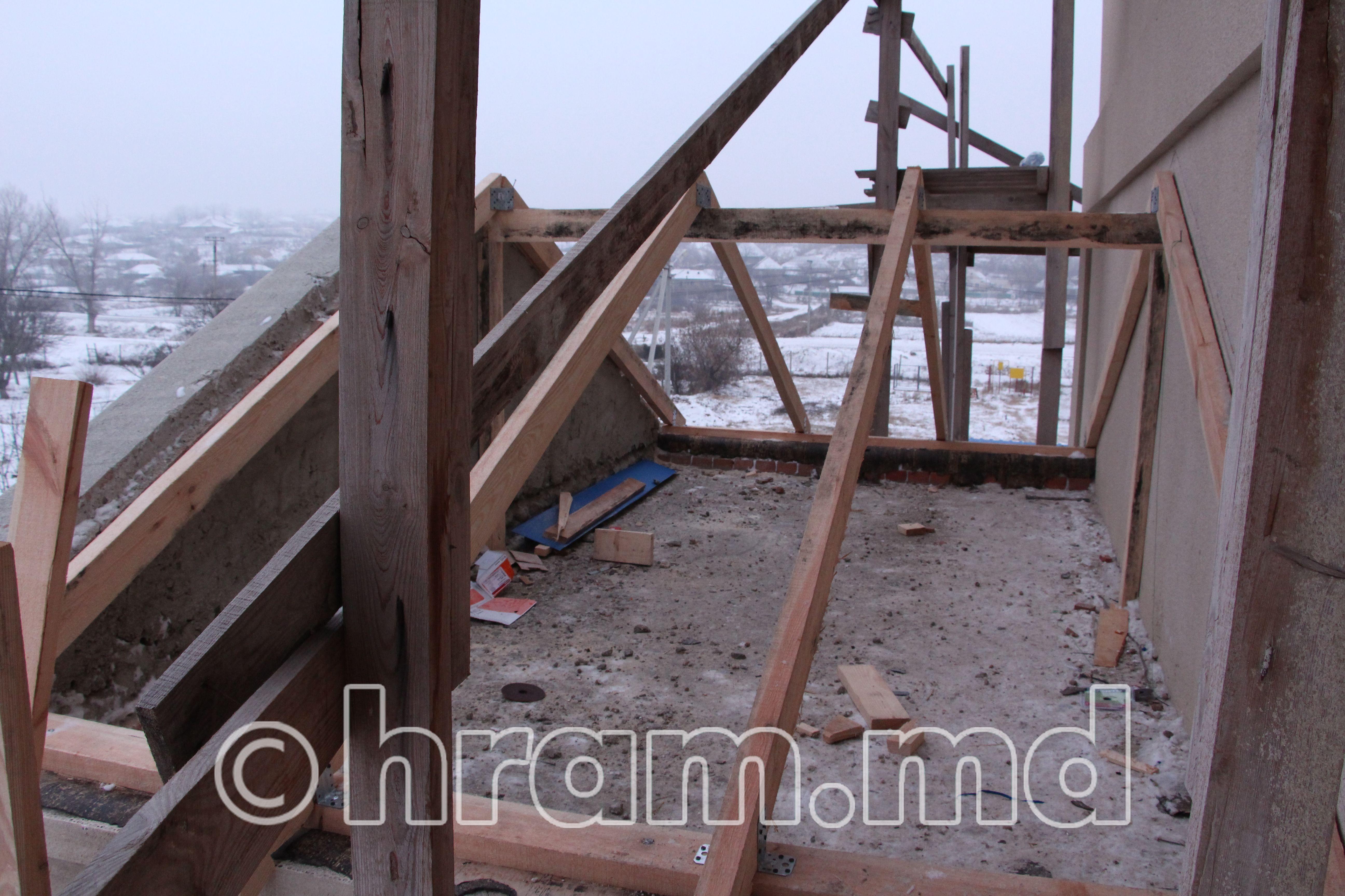 В храме села Чишмикиой ведутся кровельные работы